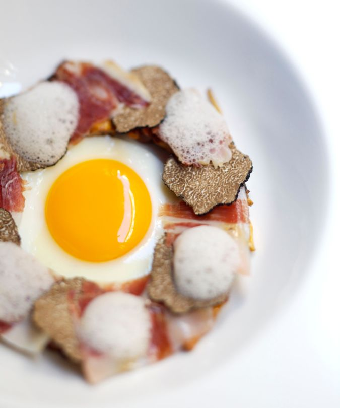Fried egg, truffle and ham rabugo