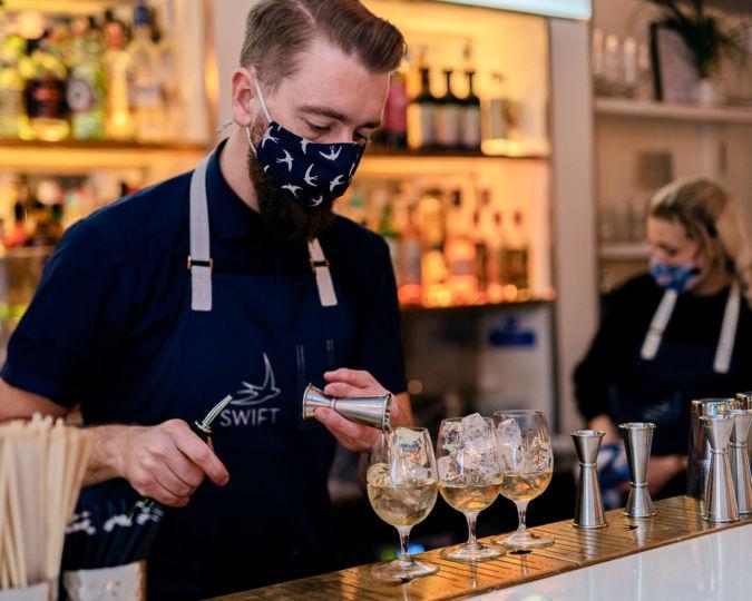 Bartender making a Spritz