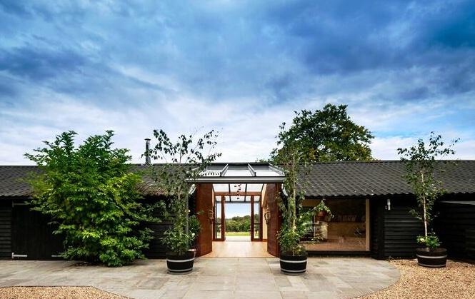 Glass-Barn-at-High-Clandon-Vineyard