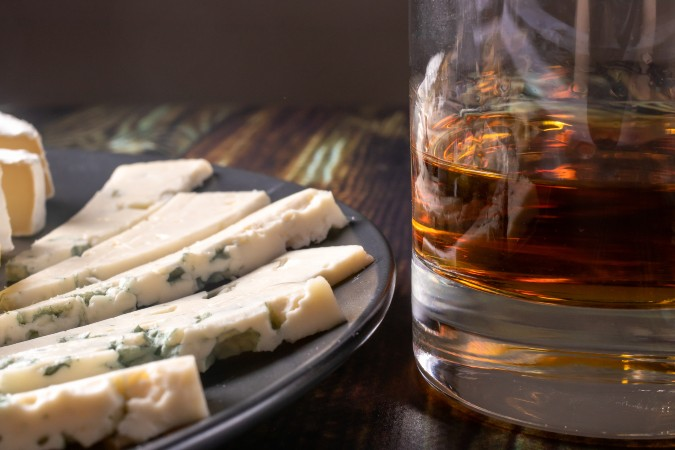 whisky paired with blue cheese